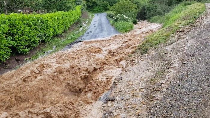 Coulées de boue en travers du chemin